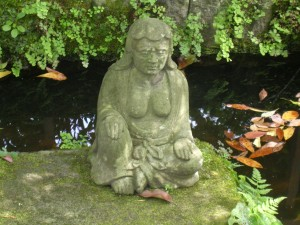Statue female diety, Kamakura, photo by JBG